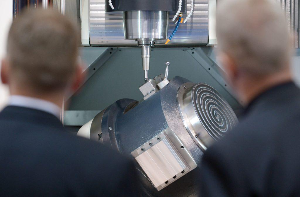 Fräsmaschinen / Bearbeitungszentren / Flexible Fertigungszellen und -systeme