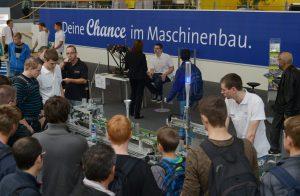 """Sonderschau Jugend """"Maschinenbauer - Job mit Power""""  Die Sonderschau Jugend hat lange Tradition auf den Messen des VDW. Sie steht für Begeisterung an Technik! Führende Unternehmen aus der Branche präsentieren ihre Leistungen und Angebote für den Nachwuchs."""